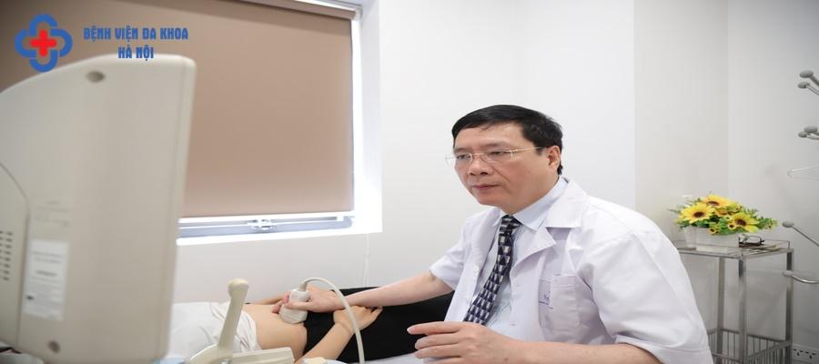 TS.BS Lê Sỹ Trung - Khám tiết niệu cho người bệnh